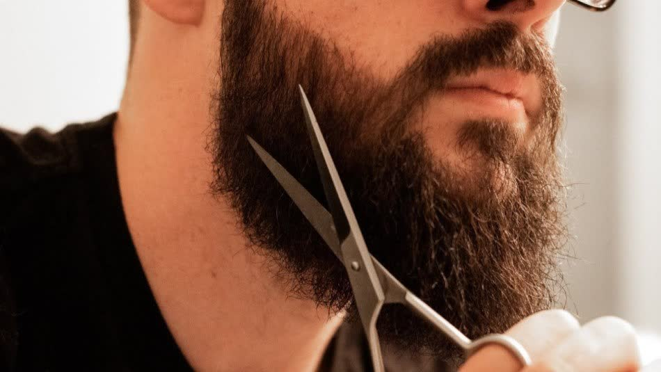 How to use scissors for beard trimming
